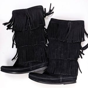 NEW Minnetonka Black Suede 3 Layer Fringe Boot, 6